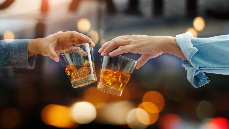 виски в бумажной бутылки